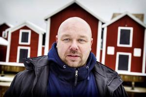 Kocken Johannes Wahlman upplever att alla matprogram gjort folk mer kvalitetsmedvetna och ställer krav på restaurangen att bli bättre. Den 1 mars gör han premiär i Pluras kök.