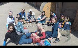 Alicja Rogalska filmade och deltog i ett lajv i Spanien, en allvarlig lek för vuxna.