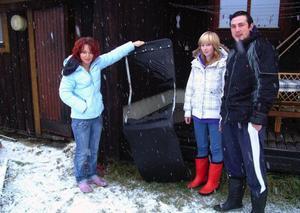 Huset där Katarina Nilsson, Jessica Nilsson, och Vasili Popov, Bräcke, bor i utsattes vid 23-tiden på fredagen för ett brandattentat. Väggen och en solstol på altanen skadades. Foto: Ingvar Ericsson