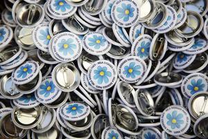 Sverigedemokraterna har röstat med regeringen i nio av tio omröstningar i riksdagen. Sverigedemokraterna är alltså inte bara ett rasistiskt parti. Det är ett arbetarfientligt högerparti. Det finns därför en stor risk att allianspartierna kommer att försöka hålla sig kvar vid makten med hjälp av Sverigedemokraterna och skapa en blåbrun sörja, skriver Ingela Edlund, vice ordförande LO och Karin Näsmark, ordförande LO-distriktet i Mellersta Norrland.