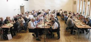 Trots dåligt väglag hade 100-talet medlemmar slutit upp till mötet.