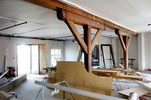 De gamla stöttorna doldes av väggskivor och gips.