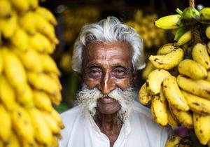 Det som började med att vi köpte några bananer slutade med ett fantastiskt roligt möte bland färsk mango, dadlar och kokosnötter.