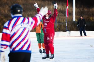 Joakim Hedberg visade prov på sitt vassa skott vid flera tillfällen under matchen. Tre av dem gick in. Tremålsskytt blev även Filip Nyberg.
