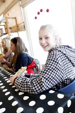 Stina Johansson, Johanna Löfbom och Emma Karlsson, årskurs 7, dök upp direkt när skolfiket öppnade vid halv elva.