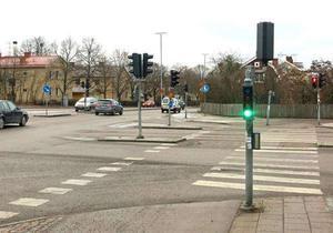 Vid Köpingsvägens korsning med Narvavägen viker dagens cykelbana av till höger in i ett villaområde på Hammarby. Vid Ica-Sjöhagen kommer cykelbanan åter ut till Köpingsvägen.