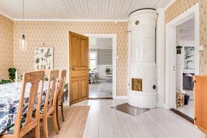I villan på Övertänger 59 finns flera kakelugnar.