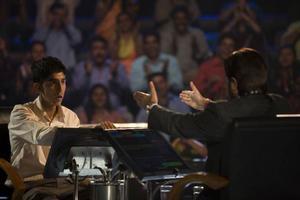 """Precis som rollfiguren Jamal Malik (Dev Patel) har filmen """"Slumdog millionaire"""" blivit en osannolik saga. En saga som kulminerade i hela åtta Oscars. Foto: Scanpix"""