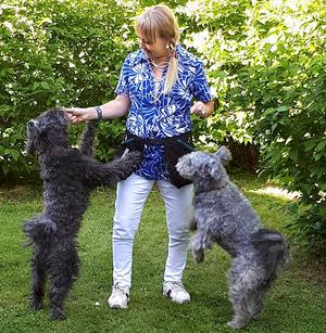 Hundarna Lyckoz och Rebuz är de bäbisar Jessica aldrig fick. Frågan om barn har varit ett känsligt kapitel.