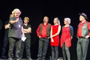 Hans Wigren gav ensemblen feedback efter förställningen.