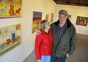 Tomas Holst och hans hustru Margot har på sin gård i Myrbacka, Dala-Järna, skapat ett museum där såväl parets egna verk såsom en gedigen samling av svensk 1900-talskonst finns att beskåda.