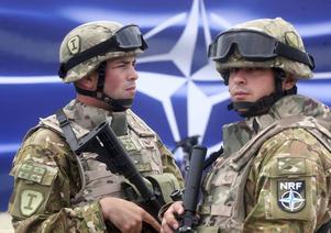 Insändarskribenten tycker att frågorna i undersökningar om Natostöd borde ställas på andra sätt.