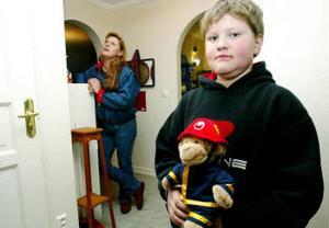 Allt gick bra tack vare nioårige Micael Rogges handlingskraft. Men både han och mamma Marie-Louise var lite darriga efteråt.