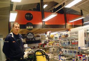 Uppe under taket har Per-Emil byggt en ny våning för att ge mera utrymme i butiken.