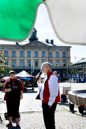 FRÅGVIS. Gävles kommunalråd Carina Blanck (S) ställde frågor till kollegan Sven-Erik Österberg, som är partiets talesman i arbetsmarknadspolitiska frågor.