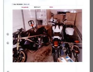 Tre stulna motorcyklar värda 100 000 kronor styck och lådor med stulna datorer till ett värde av 300 000 kronor hittades när männen stoppades i Kapellskärs hamn.
