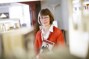 Bibliotekschefen Birgitta Sandqvist-Andersson vill inte kommentera Eli Hynnes beslut att säga upp sig.
