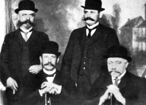 Cardiff 1916: Pelle Holm, Pelle Forsling, Emil Gram & Johan Julius Malmberg.