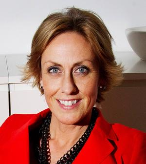 Ulrika Westin, 45 år, Hotelldirektör på Quality hotell, Sundsvall:      –  Kan du lova att inte minska Slink Ins verksamhet under din mandatperiod?