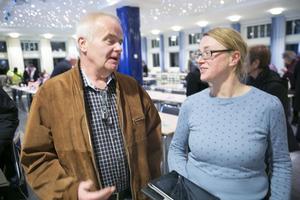 Politiker ska inte fokusera på att attackera enskilda tjänstemän, säger Åsa Wikberg (MP), som i ett sällsynt hårt angrepp går till storms mot Centerns Jan Karlsson.