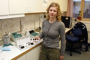 Oljan håller måttet. Nicole Johansson, praktikant på miljökontoret hos Ljusdals kommun, har testat frityrfetter i nio gatukök och restauranger i Ljusdal.