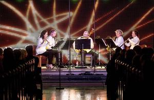 Nordiska Blåsarkvintetten: Maria Garlöv Thorsell, flöjt, Mattias Larsson, klarinett, Sixten Lindström, fagott, Maria Granberg, horn och Eva Lauenstein, oboe.