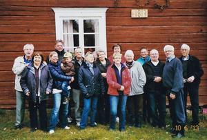 I somras samlades Per Danielssons ättlingar för att fira Vågdalens 200-årsjubileum hemma hos makarna Johnsson.FOTO: PRIVAT