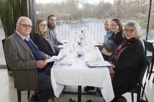 Mari Fröjd, längst till höger i bild kom med sin familj för att se John Cleese. Från vänster i bild Peter Fröjd, Stina Fröjd, Andreas Kax, Lars Lundberg och Jenny Fröjd.