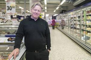 Göran Grundström tycker butiken har blivit bättre sen branden.