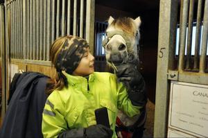 Tuvalisa Roos är dressyrkursens yngsta deltagare, på ponnyn Crux
