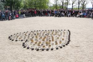 I Badhusparken hölls en ceremoni med tal, sång och en tyst minut.
