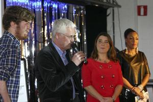 Olle och Nisse Skogmyr tog emot pris för Årets turistbefrämjare av Anna Ljungdell, flankerad av konferencieren Kayo.