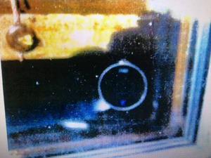 I sitt fönster hemma hade länsbon kameror installerade som riktades mot platser där allmänheten haft tillträde, bland annat mot en lekplats. Bilden föreställer en av kamerorna.