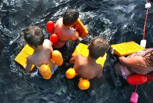 Bröstsim är ett av de svåraste simsätten. Hudiksvalls simsällskap lär nu därför ut crawl till nybörjare.