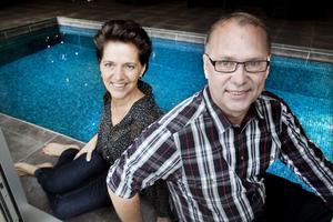 Petra och Jerry Lindgren trivs i sitt nya rum.
