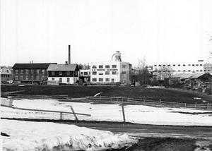 FOTO: STIG ELVÉNHarry Ekholm fick jobb vid skidfabriken, när han kom till Edsbyn. Han ville dock starta med korvförsäljning, som var något helt nytt i Edsbyn på den tiden.