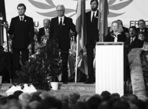 Anna Lindh talar vid Olof Palmes begravning.