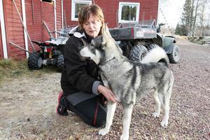 Ulrika Hansback med hunden Kask som Emma tog hand om sedan han var en liten valp.