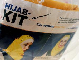 Hijabkit till Sverigedräkten av gruppen Fuldesign.