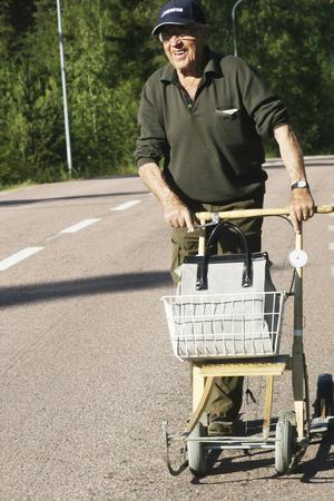 År 2007 gjorde Sundsvalls Tidning ett reportage om August Grip och hans hjulförsedda spark, en skvader, som August kallade den.