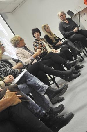 Panelen grunnade på olika spörsmål angående både kvinnligt företagande och företagande i allmänhet. De var överens om vikten att vara rätt klädd vid olika tillfällen.