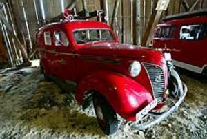 Foto: FRANK JULIN Från brandbilens barndom. Den här Volvon är en av de bilar som kan beskådas i Gysinge.