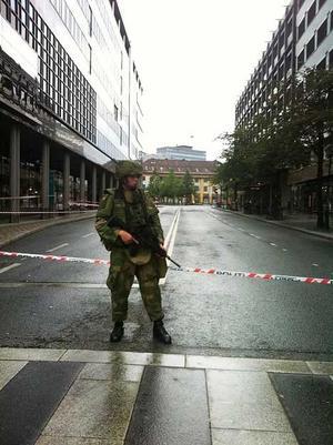 Militärpolis såg till att ingen tog sig in i det avspärrade området i Oslo.