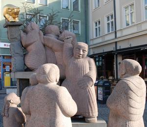 Kata Dalström finns förevigad i Pye Engströms skulptur