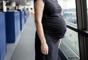 Drygt tio procent av alla kvinnor drabbas av en förlossningsdepression. Det är omkring 10 000 om året.