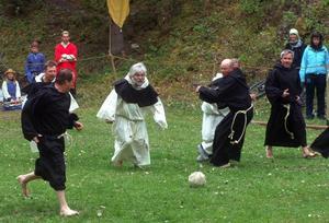 Munkfotbollen var en höjdpunkt. Ibland var det nästan som riktig fotboll.Foto: Elisabet Rydell-Janson