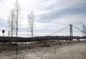 Här vid bron i Deltaområdet kommer den flyttade fågelutflykten att starta.