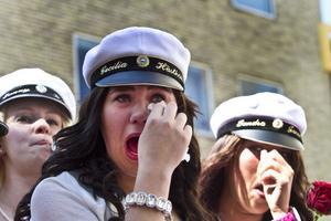 Tårarna rinner hos Cecilia Lindqvist. Det är inte bara glädje att skiljas åt efter tre år.