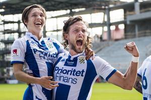Tom Pettersson, till höger, har använts i anfallet, mittfältet och försvaret i IFK sedan sin flytt från Åtvidaberg.