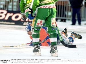 Dagens tränare Patrik Larsson i ett av många BGIF-fall på Zinken.